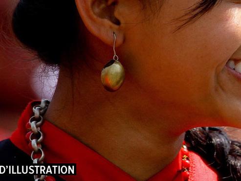 """Comme de nombreux adolescents népalais, Asha, 16 ans, a fugué pour se marier: """"C'était une erreur"""", admet-elle"""