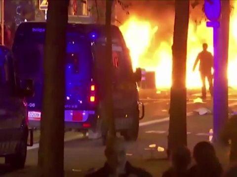 Foot - ESP - Clasico - Espagne: 10 arrestations et 64 blessés lors des troubles en marge du Clasico