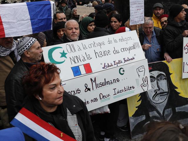 Marche anti-islamophobie à Paris: indignation après le port d'une étoile jaune par une fillette