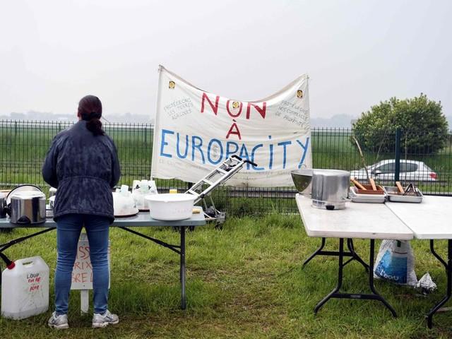 Pécresse annonce un plan d'investissement d'1 milliard d'euros après l'abandon du projet Europacity