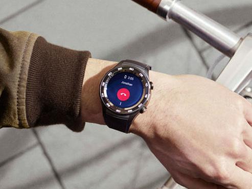 On a téléphoné avec une montre sous Android : gros gadget ou fonction utile ?