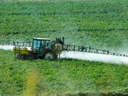 Distances d'épandage: rejet du recours d'urgence des maires anti-pesticides