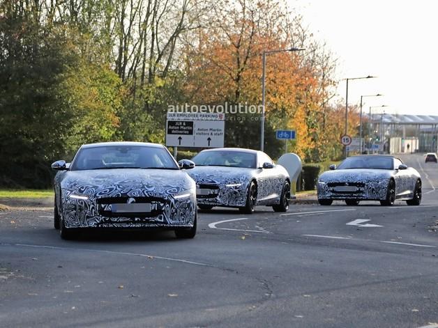 Un convoi de Jaguar F-Type prend la lumière