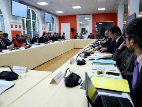 Fonction publique: 6.000 agents parisiens déployés en régions