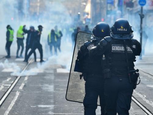 """Nancy: 2.000 """"gilets jaunes"""" dans les rues, quelques heurts"""