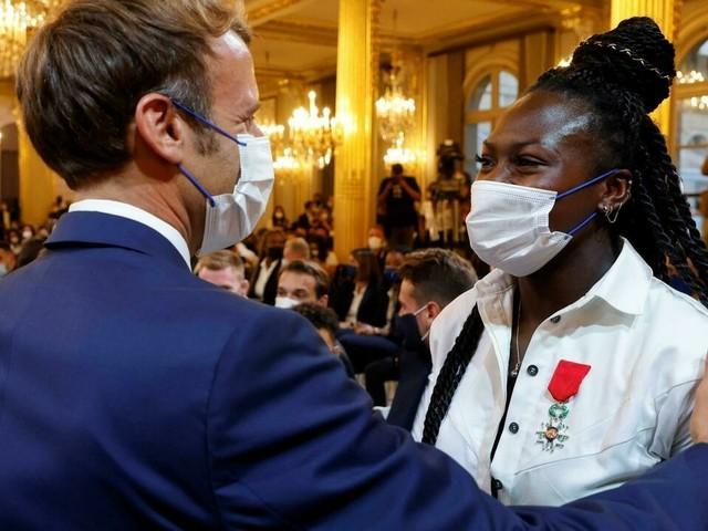 """Macron aux médaillés de Tokyo : """"faire beaucoup plus"""" aux JO de Paris 2024"""