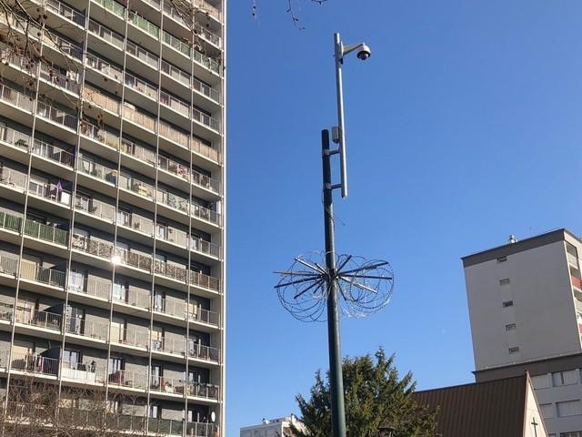 Val-d'Oise. Un mât de caméra de surveillance attaqué à la disqueuse et des policiers pris à partie à Saint-Gratien