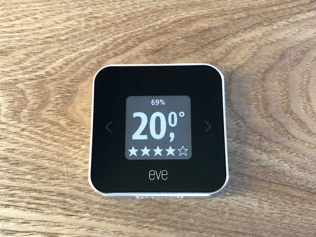 Idées cadeaux iPhone : 10 accessoires connectés pour contrôler la maison depuis son smartphone, et bien plus !