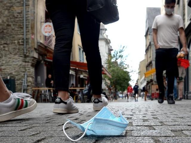 """Une start-up de Châtellerault recycle les masques de protection """"pour éviter qu'ils polluent davantage"""""""
