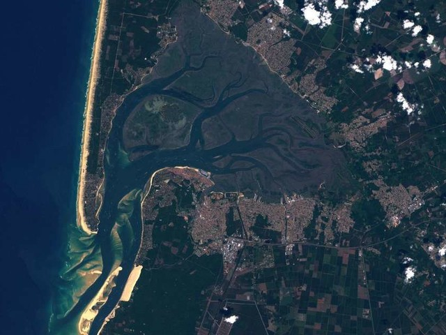 Depuis l'espace, un satellite prend une impressionnante photo du Bassin d'Arcachon