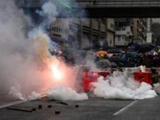 La police utilise des canons à eau contre des manifestants à Hong Kong