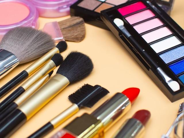 Pinceaux de maquillage: on vous dit tout sur leur entretien et lavage