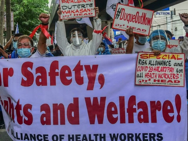 Trop peu nombreuses, les infirmières Philippines exténuées se battent contre le Covid