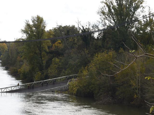 Pont effondré : appel au calme après des menaces contre la famille du chauffeur
