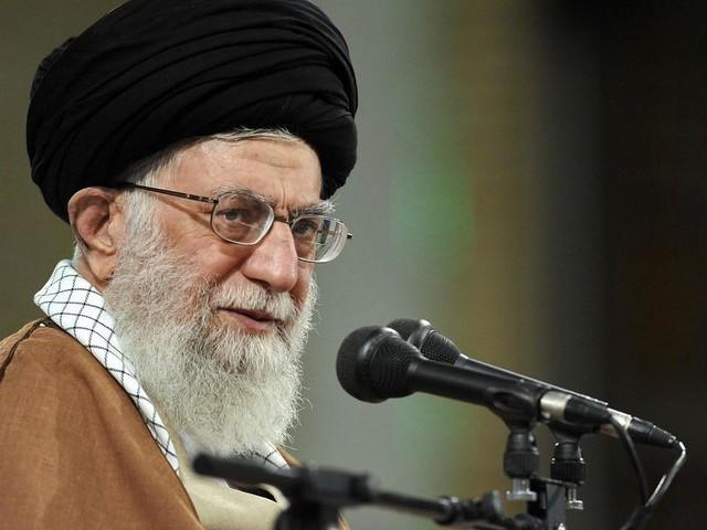 EN DIRECT - Iran : pour la première fois depuis 2012, le guide suprême Khamenei dirige la grande prière à Téhéran