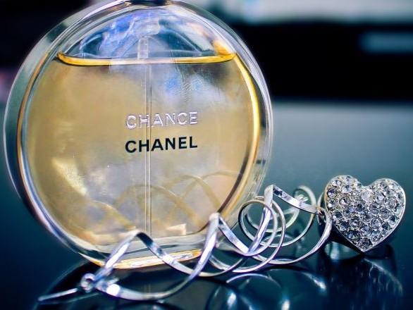 Un parfum Chanel déclenche l'alarme aux explosifs de l'aéroport