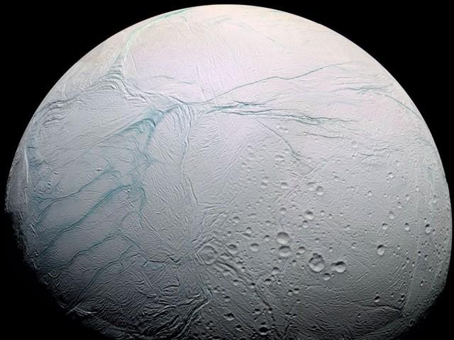 L'origine des étranges crevasses d'Encelade enfin décryptée