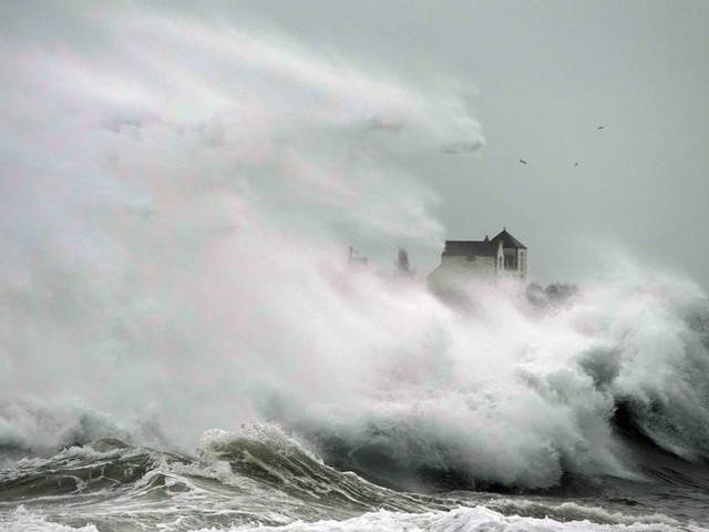 Tempête Dennis : le Morbihan et le Finistère en vigilance orange pour pluie et inondation