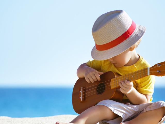 Partir avec un bébé changera tout à vos vacances, mais ça ne vous interdit pas de passer un bon moment