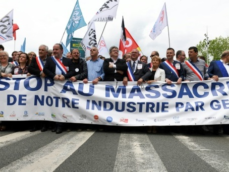"Belfort manifeste contre le ""rouleau compresseur"" de General Electric"