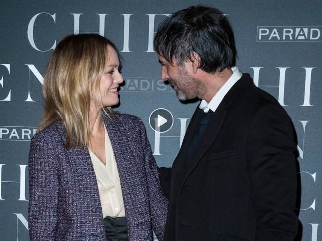 """Vanessa Paradis : son couple avec Samuel Benchetrit en crise ? Fabien Lecoeuvre fait des révélations dans """"Touche pas à mon poste"""""""