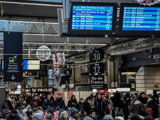 """EN DIRECT - Retraites : FO-Cheminots appelle à son tour à une """"journée morte"""" dans les transports le 17 février"""