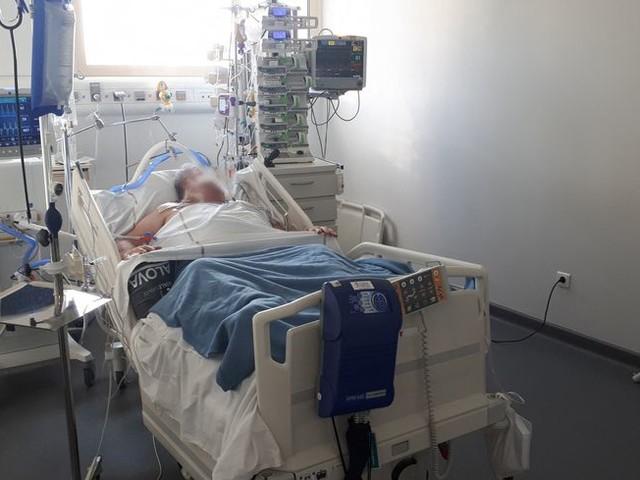 Coronavirus : le personnel de l'hôpital d'Avignon redoute une troisième vague après les fêtes de Noël