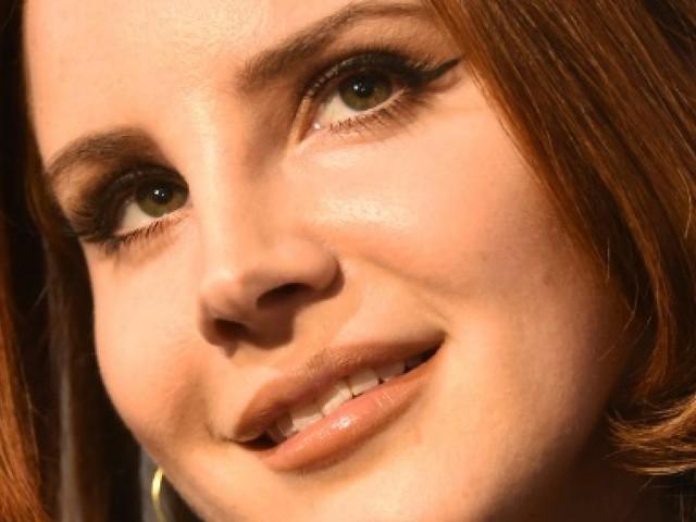 Lana Del Rey veut mordre la vie à pleine dents malgré le blues