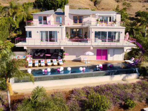 Vous pourrez bientôt passer un week-end dans la maison de rêve de Barbie à Malibu