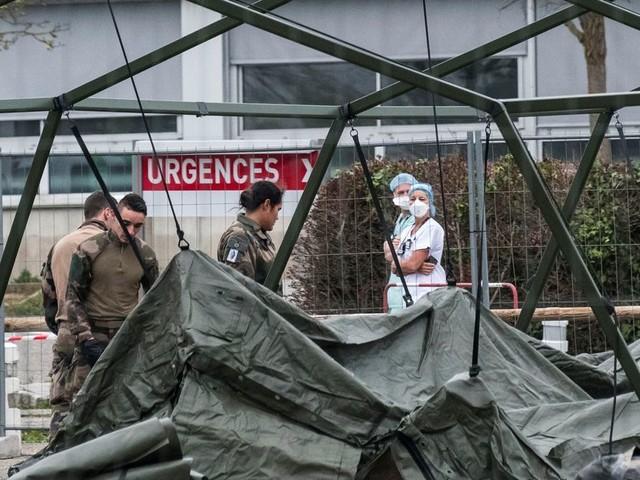 Coronavirus: à Mulhouse L'hôpital de campagne militaire se déploie