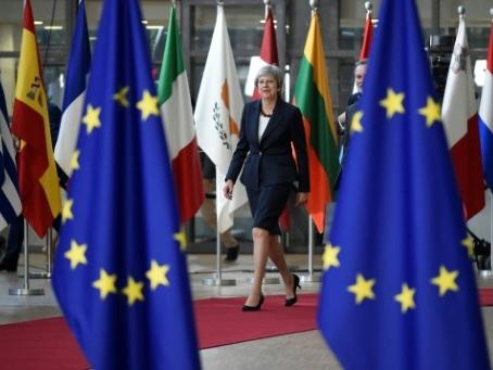 Brexit: May réitère son opposition à l'UE sur la frontière irlandaise