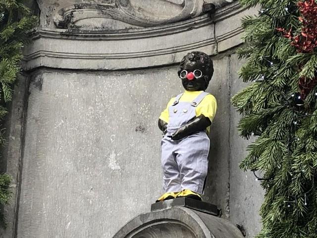 Manneken Pis revêt son costume de Coluche pour le 34e anniversaire des Restos du cœur