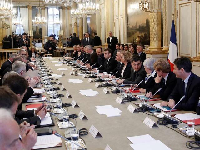 Macron reçoit les corps intermédiaires avant son allocution ce soir