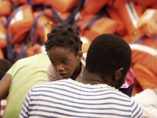 Des ONG suspendent leurs sauvetages de migrants en Méditerranée, les identitaires crient victoire