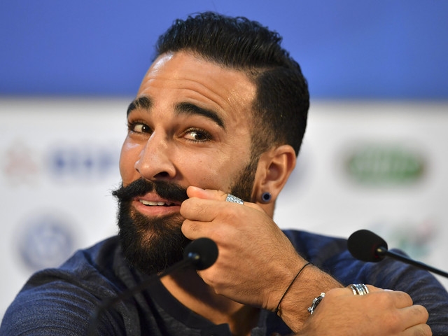 """VIDÉO - Adil Rami raconte avoir fait un """"burn-out"""" après le sacre des Bleus"""