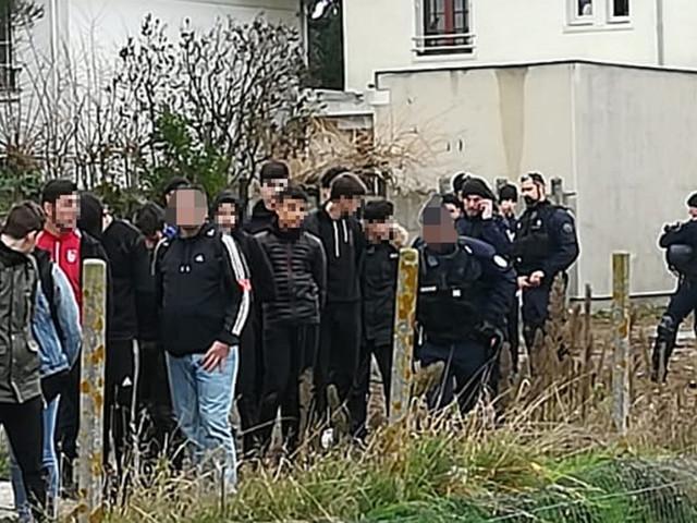 La vidéo des lycéens arrêtés à Mantes-la-Jolie suscite l'indignation
