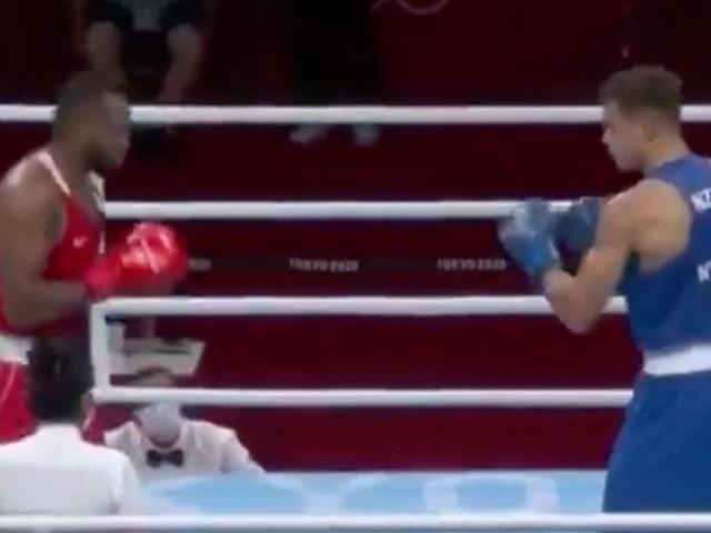 JO 2020 de Tokyo : INSOLITE ! Un boxeur tente de mordre l'oreille de son adversaire lors d'un combat
