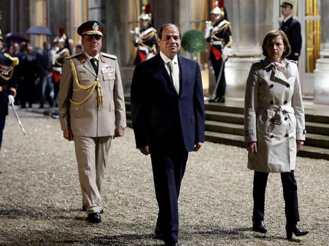 Politique, militaire et économie au menu de la visite de Sissi en France