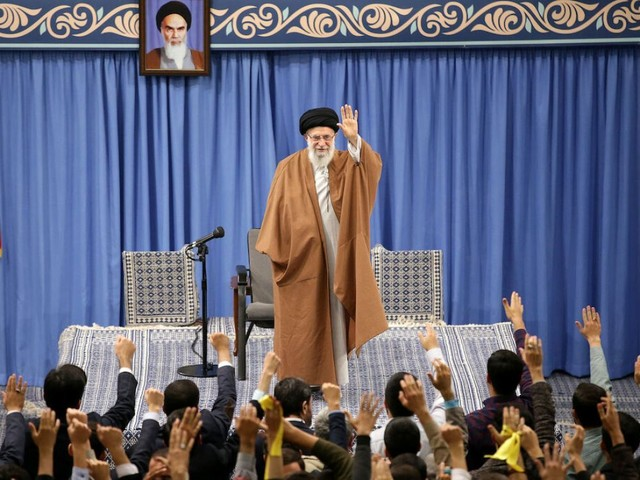 Le guide suprême iranien s'en prend à Macron sur le nucléaire