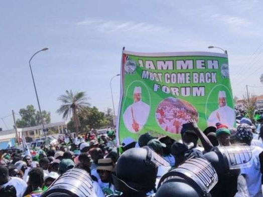 Gambie : des milliers de manifestants dans les rues pour demander le retour de Yahya Jammeh