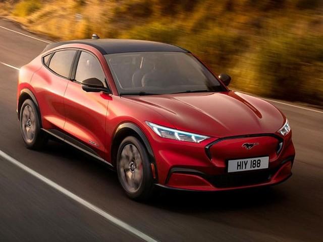 Ford dévoile son Mustang Mach-E 100% électrique : jusqu'à 600 km d'autonomie et la Tesla Model Y en ligne de mire