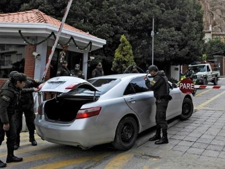 Des diplomates d'Espagne et du Mexique expulsés quittent la Bolivie