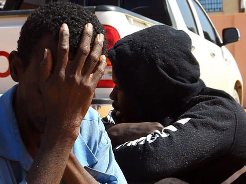 Symphorien, un jeune Béninois, a tout quitté pour rejoindre un des riches pays pétroliers africains dans l'espoir d'une vie meilleure