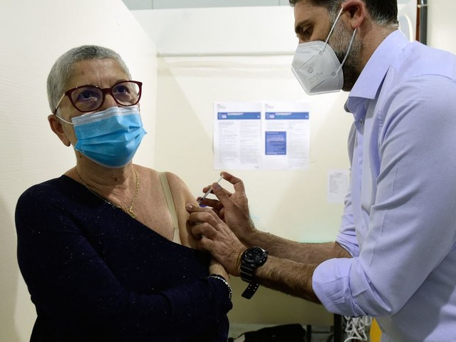 Des vaccinés meurent du Covid mais voici pourquoi il ne faut pas incriminer les vaccins