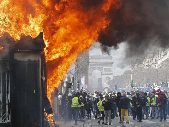 Gilets jaunes: Des mesures de maintien de l'ordre présentées lundi à Macron