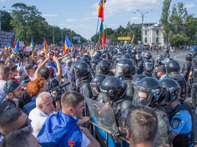 Roumanie: ouverture d'une enquête après des violences contre des manifestants