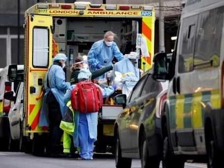 Coronavirus: la vaccination s'accélére au Royaume-Uni, qui se prépare au pire