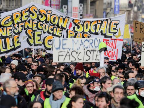"""""""Insurrection"""" ou """"manifestation pacifique""""? Les gilets jaunes de retour dans la rue en France ce samedi"""