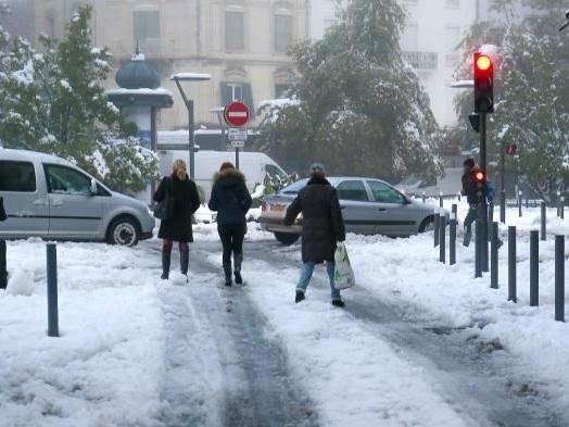 """""""Cette neige est plus lourde et compacte, elle s'accroche au réseau électrique"""": Enedis explique pourquoi 170000 foyers sont toujours privés d'électricité"""