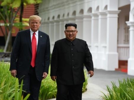 """Kim-Trump: des insultes aux déclarations d'""""amour"""""""